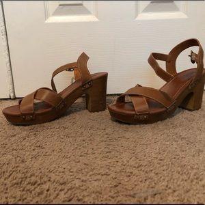 Tan/brown heels